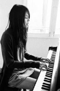 girl piano 2